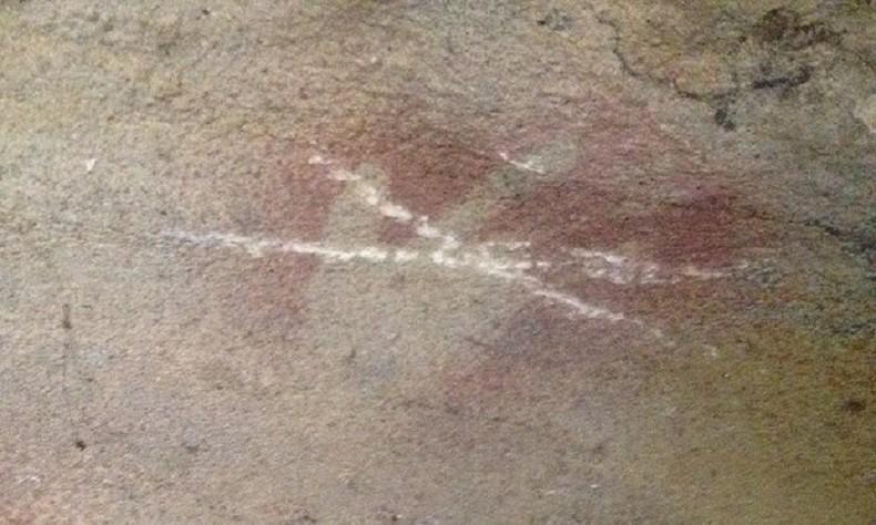 Pinturas foram rabiscadas com pedras (Foto: The Guardian Australia)