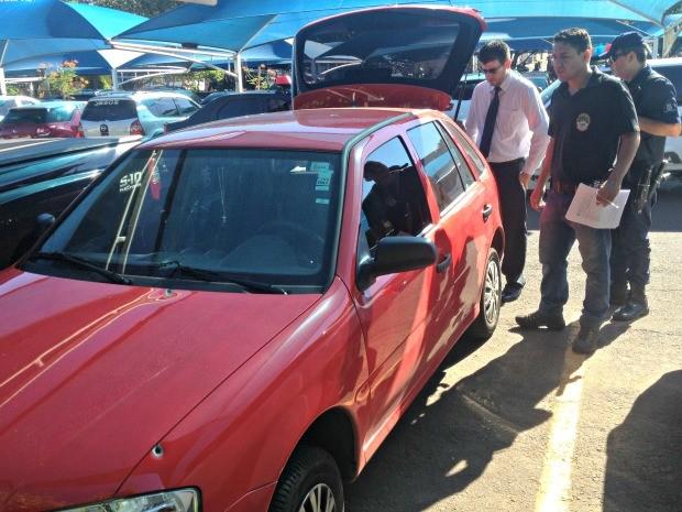 Veículo passou por perícia nesta manhã, no estacionamento da Santa Casa (Foto: Tatiane Queiroz/ G1 MS)