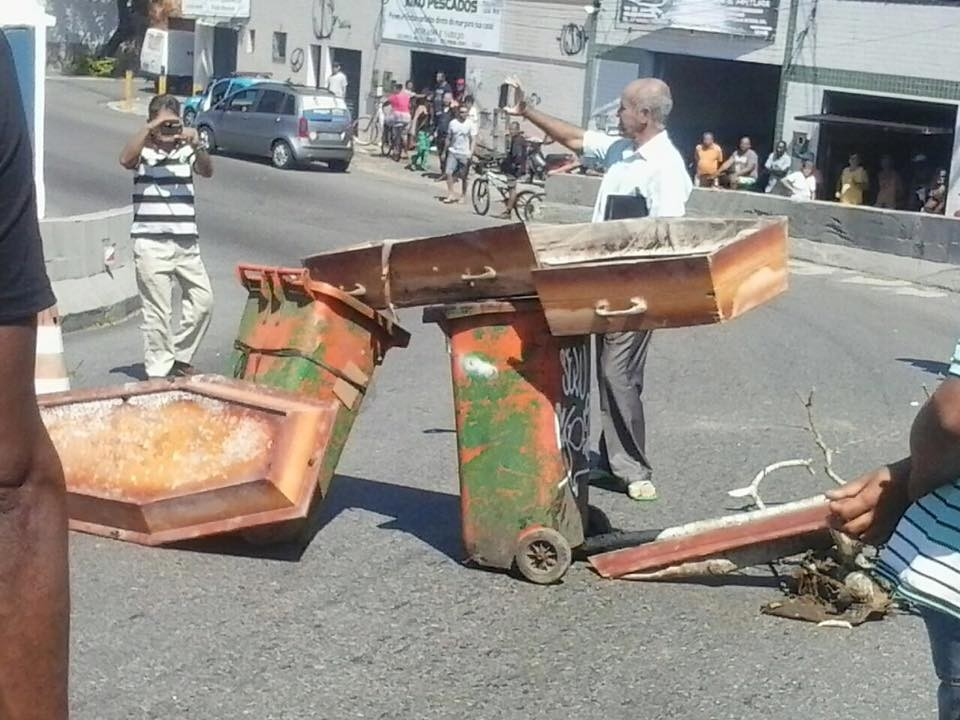 Coveiros em protesto em Cabo Frio