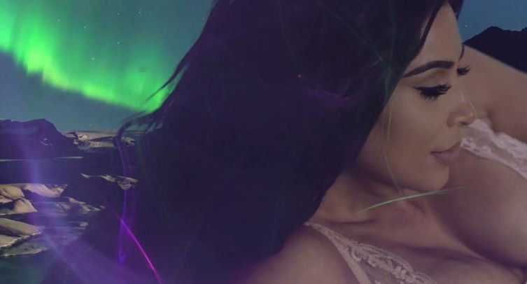 Kim Kardashian (Foto: LOVE/Reprodução)