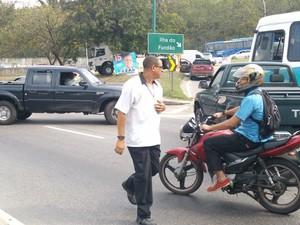 Tiroteio assustou motoristas e alguns retornaram na contramão da Avenida Brasil (Foto: Eleny Borges/Arquivo Pessoal)