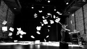 Bailarina mineira Dudude Hermann apresenta o espetáculo 'A Projetista' (Foto:  Roberto Siqueira/ Divulgação)