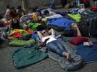 Peregrinos acampam no Vaticano na véspera da canonização de Papas