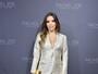 Eva Longoria usa look decotado em evento de moda nos EUA