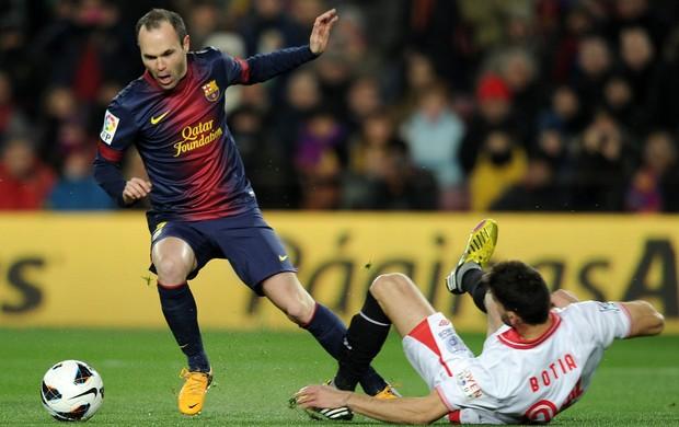 Iniesta, Barcelona x Sevilla (Foto: AFP)