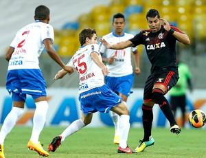 André Santos jogo Flamengo e Bahia (Foto: Alexandre Cassiano / Agência O Globo)