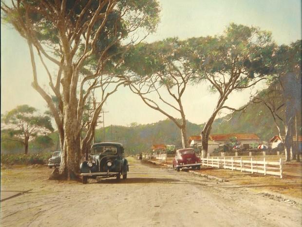 Carros estacionados em ruas, ainda de areia, do Boqueirão, em meados de 1980 (Foto: Arquivo)