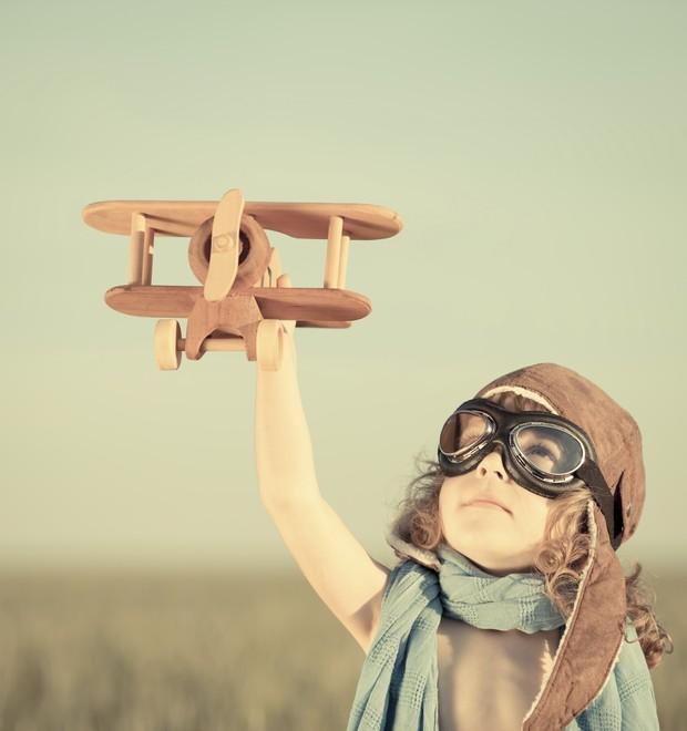 Menina; avião  (Foto: Thinkstock)