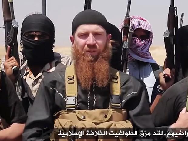 Imagem divulgada pelo meio de comunicação jihadista  al-Itisam em junho de 2014 mostra membros do Estado Islâmico, incluindo o líder militar Abu Omar al-Shishani em um local desconhecido entre a província iraquiana Nínive e a cidade síria de al-Hasakah (Foto: Al-Itisam Media/HO/via AFP)