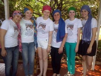 As amigas Aline, Fernanda, Keli, Joana e Camilla com Poliana ao centro (Foto: Arquivo pessoal)