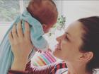 Carolina Kasting comemora 1 mês do filho, Tom, com registros na web