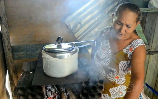 Fogão a lenha passou a ser utilizado com mais frequência (Foto: Bom Dia Brasil)