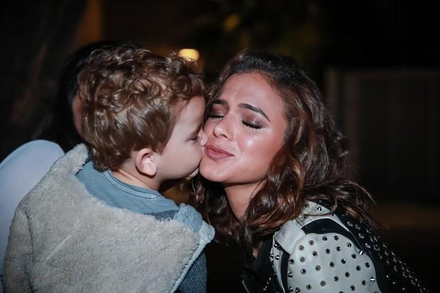 Bruna Marquezine ganha beijo de fã mirim (Foto: Raphael Castello/AgNews)