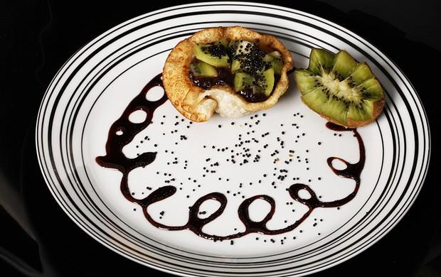 Torta de kiwi com chocolate feita por David Brazil (Foto: Marcos Serra Lima/EGO)