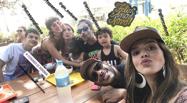 Giovanna Lancellotti com Giovanna Ewbank e amigos (Foto: Reprodução/Instagram)