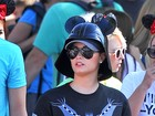 Demi Lovato comemora aniversário com namorado na Disney