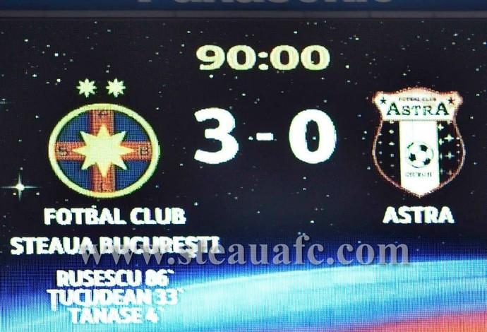 Placar mostra novo escudo do Steaua Bucareste (Foto: Reprodução / site oficial do Steaua)