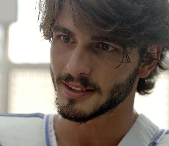 Já Roger diz que vai fazer Flávia se apaixonar por ele (Foto: TV Globo)