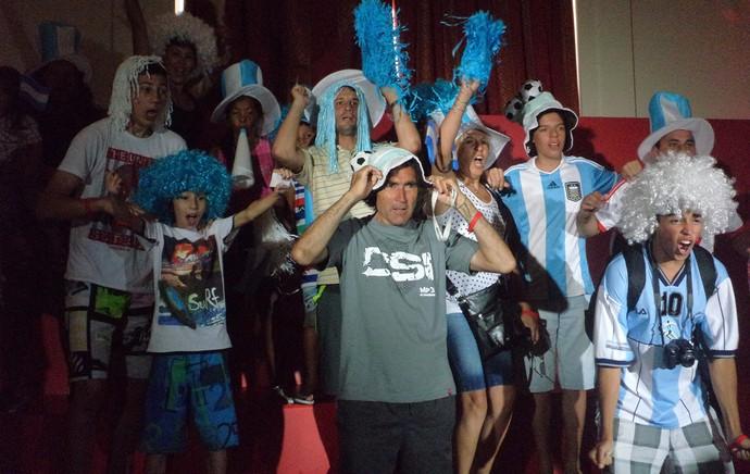 Tour da Taça - Mar Del Plata - Torcida em palanque improvisado (Foto: Cassius Leitão)