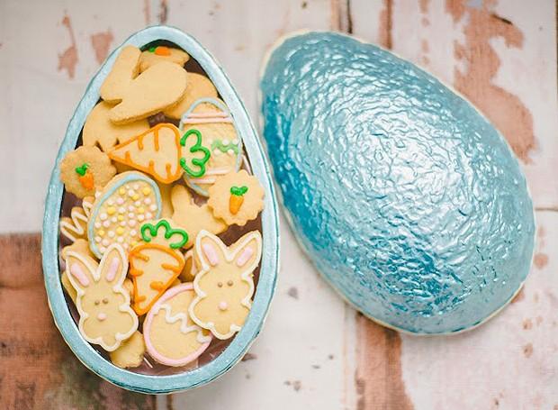 A Biscoiteria Dauper aposta nos cookies decorados especialmente para a Páscoa, que recheiam o ovo de cerâmica Eclair. R$ 79,90 a unidade (Foto: Divulgação)