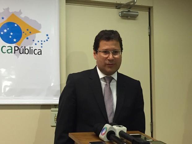 O presidente da Comissão de Ética, Mauro Menezes, em entrevista coletiva (Foto: Luciana Amaral/G1)