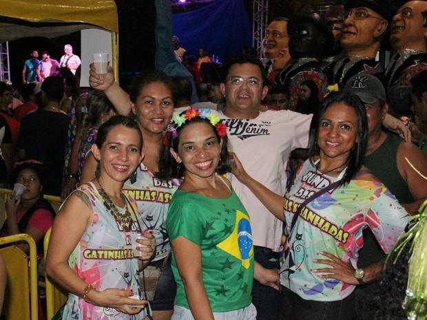 Grupo de amigos frequenta a Banda do Jangadeiro há mais de cinco anos (Foto: Suelen Gonçalves/ G1 AM)
