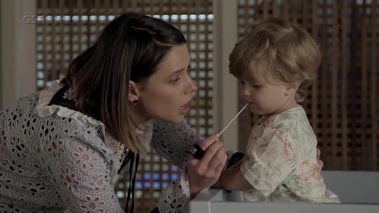 Rita flagra Cibele no quarto de Ruyzinho