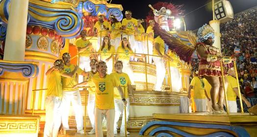 Primeiro dia de desfiles do grupo especial do Rio conta com estrelas do esporte no Sambódromo (André Durão / GloboEsporte.com)