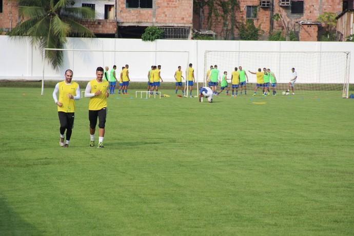 Jogadores que já estão em Manaus estão treinando desde a última semana aprimorando a parte física (Foto: Marcos Dantas)