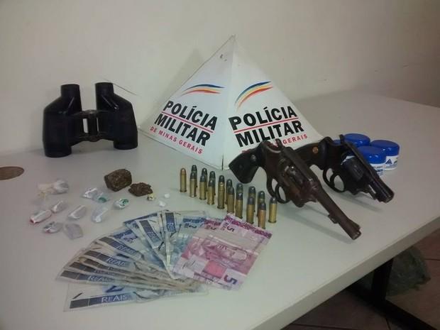 Todo o material apreendido foi encaminhado à delegacia de Valadares. (Foto: Diego Souza/G1)