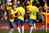 Neymar desequilibra, e Dunga abre mão de testar Seleção sem o craque