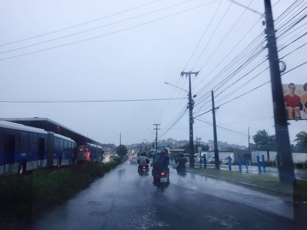 A quarta-feira (28) amanhaceu com chuva em Olinda, no Grande Recife (Foto: Thiago Augustto/TV Globo)