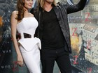 Com silhueta marcada, Angelina Jolie usa look todo branco em première