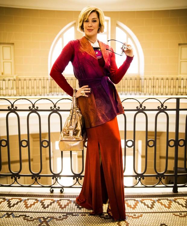 Claudia Raia usa look exuberante na pele de Samantha (Foto: João Miguel Junior/ TV Globo)
