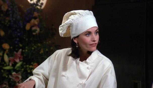 """Em """"Friends"""", Monica Geller passou por fases tensas no trabalho (Foto: Reprodução)"""
