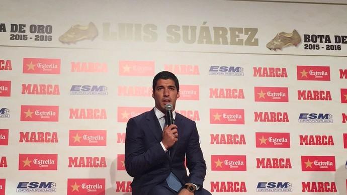 Luis Suárez coletiva Bota de Ouro da Europa (Foto: Divulgação / Barcelona)