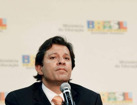 O ministro da Educação, Fernando Haddad, durante entrevista coletiva no Ministério da Educação e Cultura em 2010 (Foto:  ED FERREIRA/ESTADÃO CONTEÚDO)