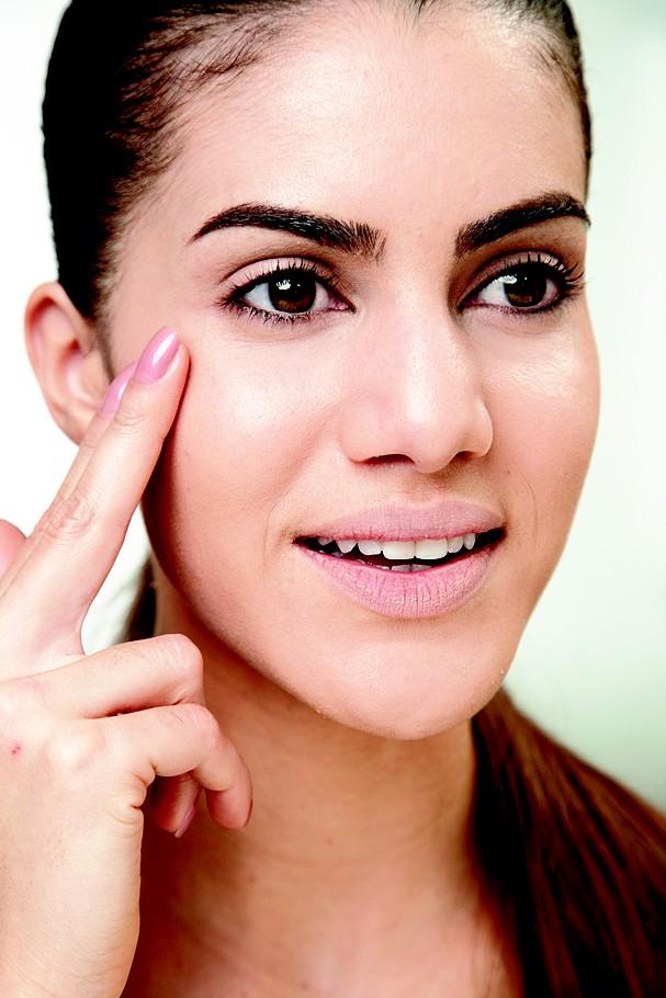 Você acha que a top blogger Camila Coelho só usa maquiagem? (Foto: Marcos Fertoneli/Arquivo Glamour)