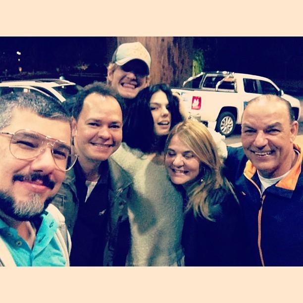 Isis Valverde com o namorado, Tom Rezende, com Ton Reis e amigos (Foto: Instagram/ Reprodução)