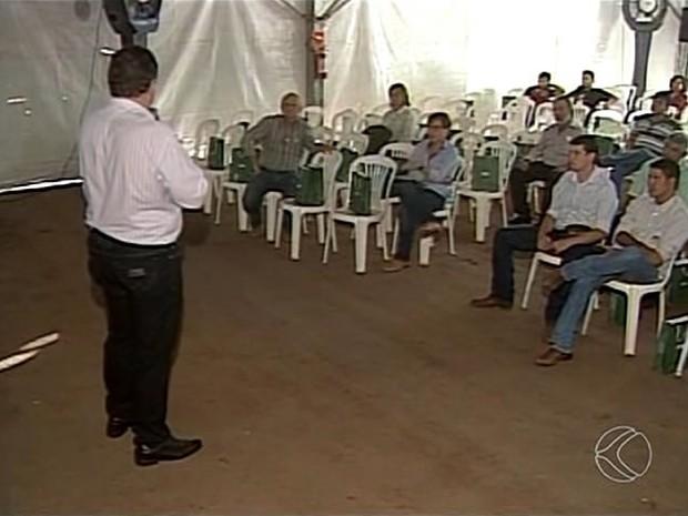 Leite Brasil Congresso pecuária leiteira Ituiutaba (Foto: Reprodução/TV Integração)