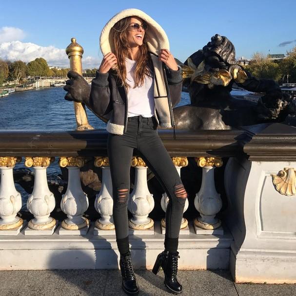Izabel Goulart aproveita dia ensolarado em Paris (Foto: Instagram/Reprodução)