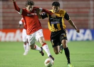 joão paulo mendez internacional x the strongest (Foto: AP)