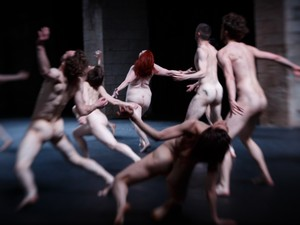 Cena do espetáculo de dança francês Tragédie  (Foto: Christophe Raynaud de Lage)