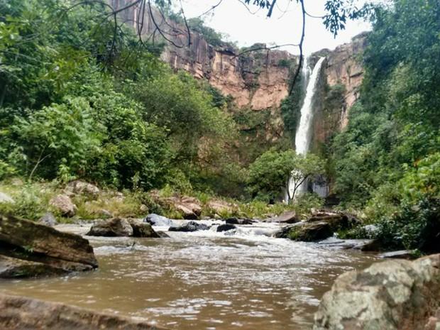 Cachoeira do Rio do Peixe, em Rio Negro vista da parte de baixo (Foto: Marcos Ribeiro/TV Morena)