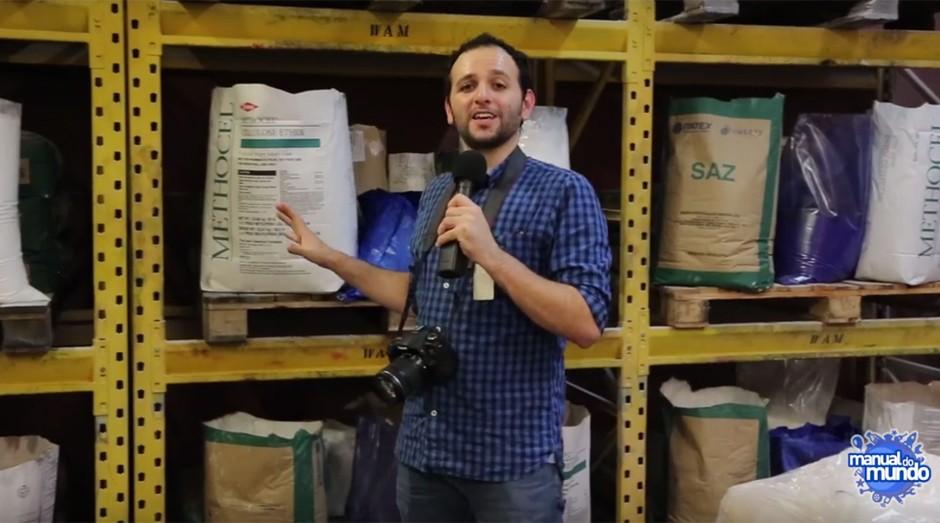 Iberê Thenório, do Manual do Mundo, em ação: ele explica alguns mistérios do mundo (Foto: Reprodução / Manual do Mundo)