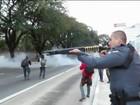 PM usa bombas para dispersar ato de estudantes na região central de SP