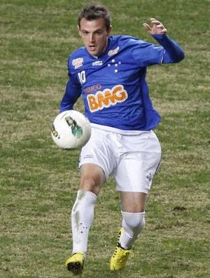 Montillo se destaca contra o Fluminense (Foto: Washington Alves / Vipcomm)