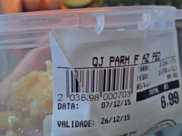 Data de validade mostra que queijo venceria em 26 de dezembro de 2015 (Foto: Rafael Guimarães/Arquivo Pessoal)
