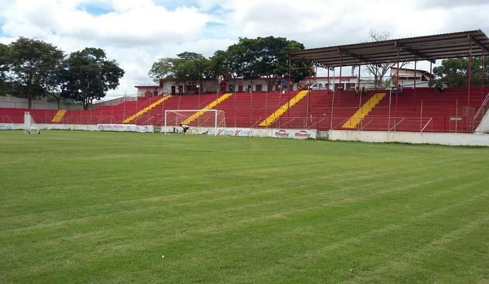 Jogadores farão jogo-treino contra seleção de Poté no estádio Nassri Mattar (Foto: Ana Carolina Magalhães/Arquivo Pessoal)