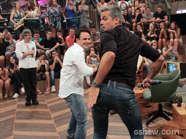 Felipe Massa dança funk com Otaviano Costa durante a gravação (Foto: TV Globo/Altas Horas)